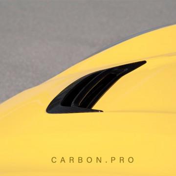 Карбоновая вставка на центральный воздухозаборник капота Novitec Style для Ferrari F12 Berlinetta