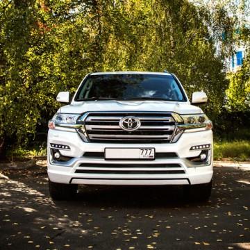Обвес Double Eight для Toyota Land Cruiser 200 2016+ (копия)